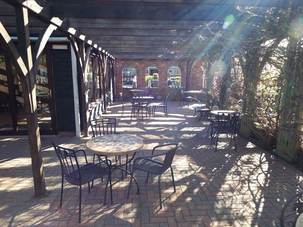 restaurant-garden-patio-area